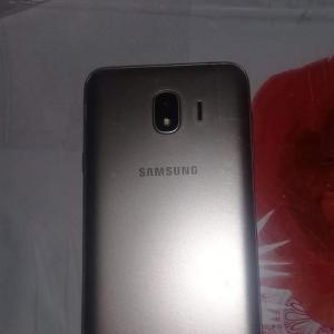 Ariana-Telephones-téléphone-Samsung-j4