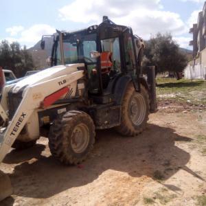 Tunis-vehicules_et_pieces-tractopelle-a-vendre-en-bonne-état-forsa-aallekher