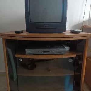 Sfax-informatique_et_multimedia-TABLE-Pivotant-avec-TV-ET-RECEPTEUR