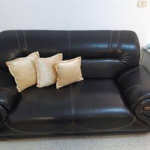Sfax-maison_et_jardin-sallon-cuire-presque-neuf-avec-living