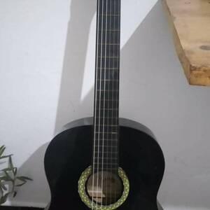 Tunis-loisirs_et_jeux-Guitare